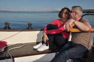 Sandra und Dirk am Steuer