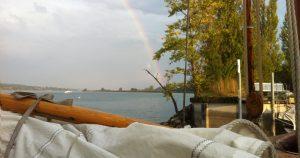 Regenbogen überm See