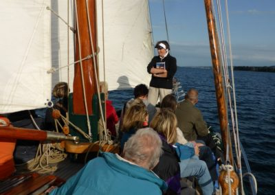 Zuhörer bei Autorenlesung auf der Seewiefke