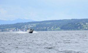 Filmcrew auf dem Motorboot